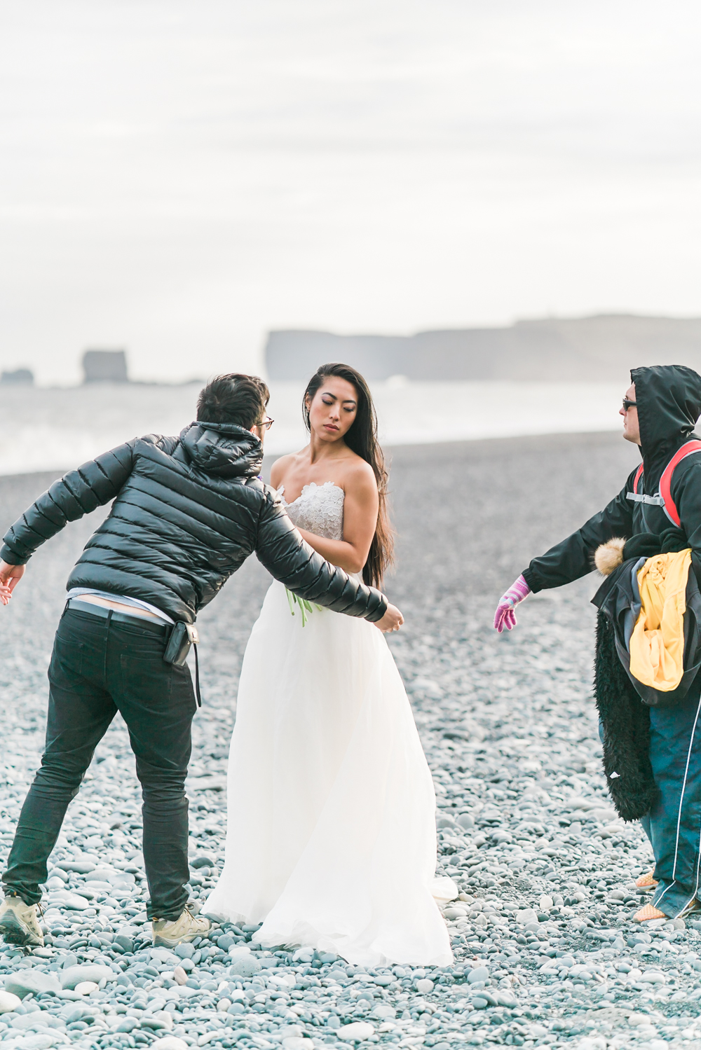 iceland_black_sand_beach_reynisfjara_behind_the_scenes_wedding_photos