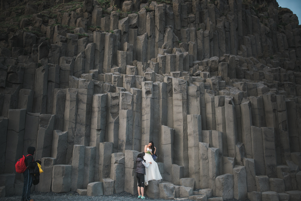 iceland_black_sand_beach_reynisfjara_behind_the_scenes_wedding_photos