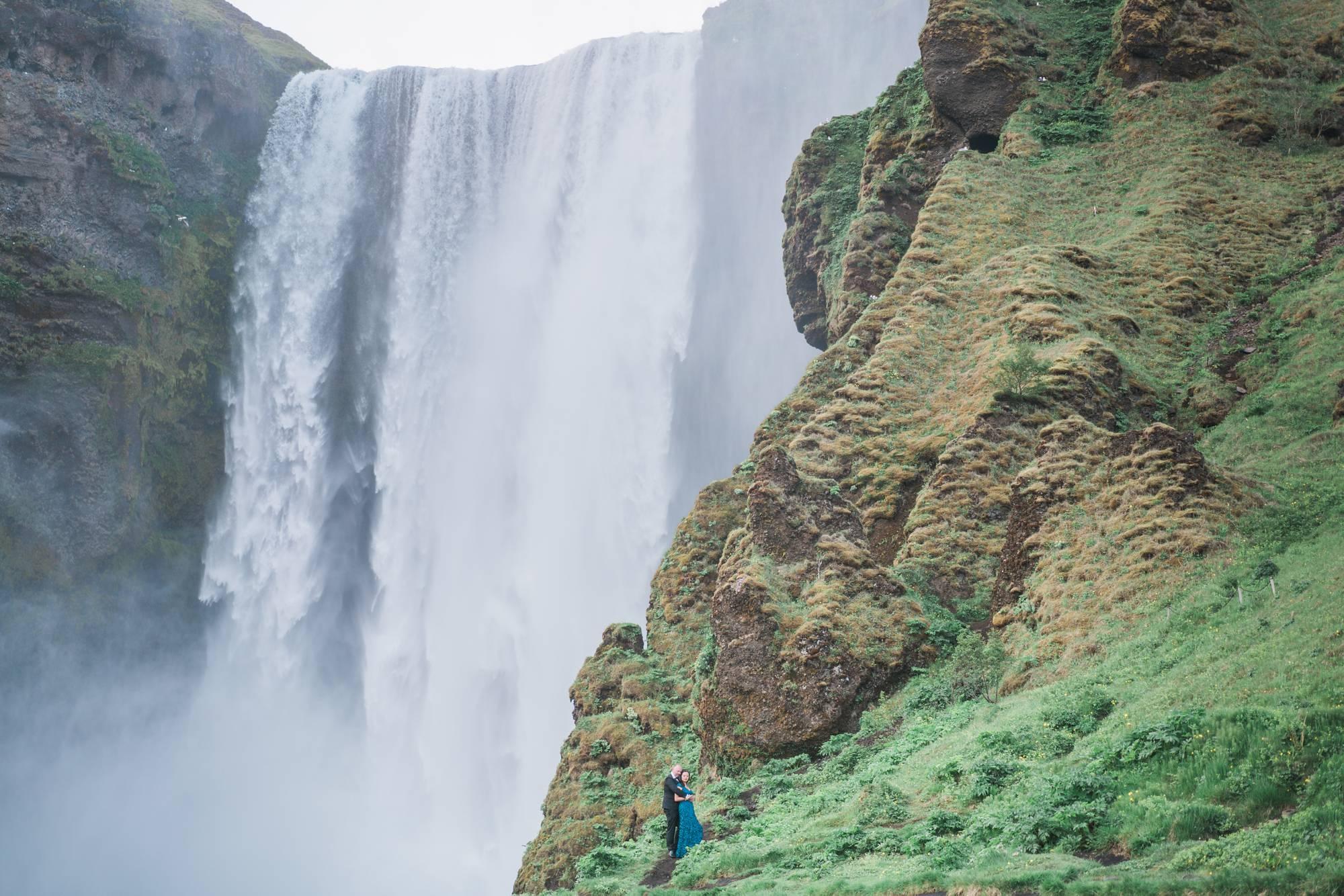 Iceland_Wedding_Elopement_Photographer_Destination_Skogafoss_Waterfall_Photos